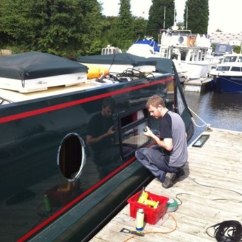 How to Replace Boat Windows